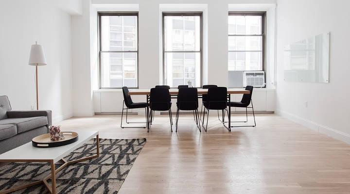 Quanto custa colocar piso de madeira em todo apartamento? Preços 2021